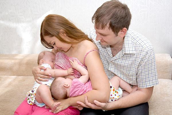 breast feeding twins